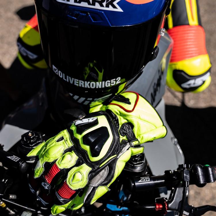 NEW IN - Stingray Race Spec Gloves
